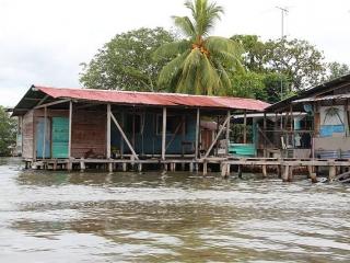almirante-waterfront