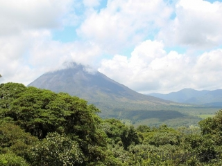 arenal-volcano-from-hanging-bridges