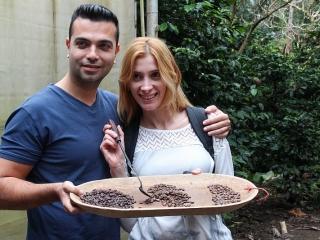 israeli-couple-displaying-roasted-beans